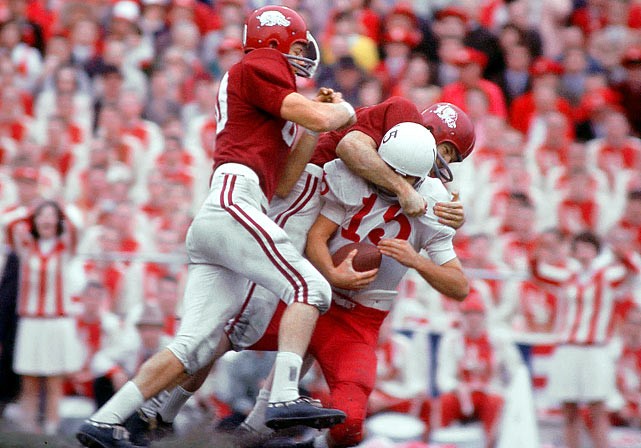 The polls crowned Alabama the 1964 national champion before bowl games were played. The rub: Texas wound up knocking off Joe Namath and the Tide, 21-17, while Arkansas ended the season undefeated. Frank Broyles' Hogs strung together five consecutive shutouts in the middle of the season and a 10-7 victory over Nebraska in the Cotton Bowl.