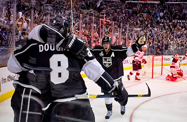 Anze Kopitar and the Kings celebrate Justin Williams's goal.