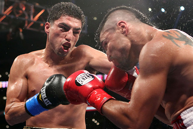 Lopez, a late replacement for Andre Berto, landed a powerful left hook near the end of the ninth round that appeared to break Ortiz's jaw. Ortiz was unable to answer the bell for the 10th.