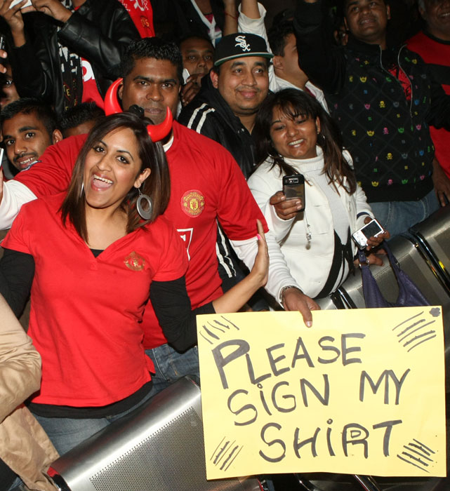 Fans greet Manchester United's arrival in Durban, South Africa.