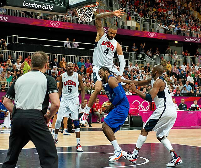 Tyson Chandler of the U.S. defends against Ronny Turiaf in a 98-71 win over France on Sunday.