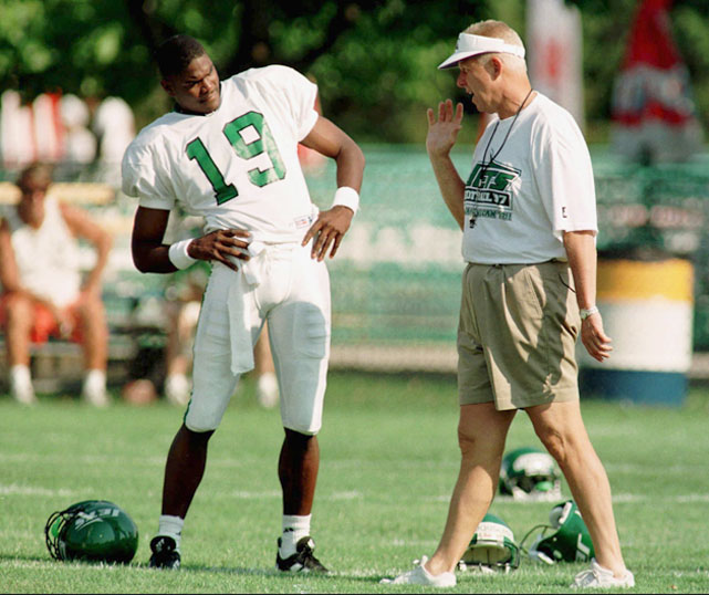 Bill Parcells talks to wide receiver Keyshawn Johnson during the first day of training camp in 1997 at Hofstra University.