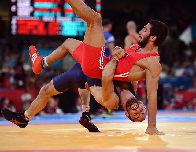 Hasan Aliyev of Azerbaijan and Revaz Lashkhi of Georgia wrestle during the Greco-Roman 60kg semifinal. The match ended 3-1 in Lashkhi's favor; he advanced to the gold medal match with the victory.