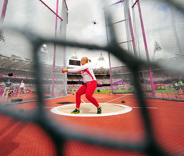 The women's hammer throw qualifying round took place on Day 12, determining the 12 women who will throw for gold on August 10.