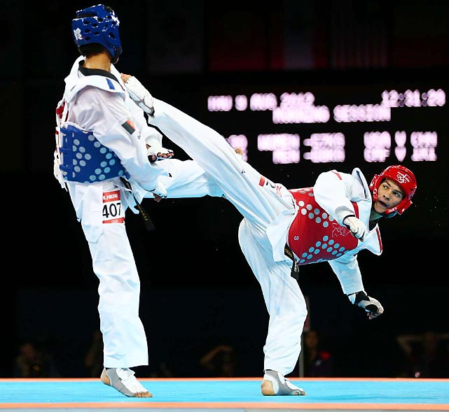 The men's 68kg taekwondo semifinals competition kicked off on Day 13.