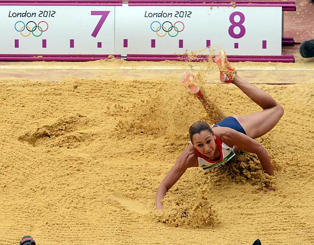 Britain's national favorite Jessica Ennis thrilled home fans--and closed out her heptathlon victory--with strong showings in the long jump, javelin and 800 meters.
