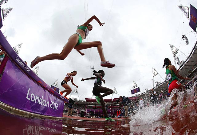 Ethiopia's Hiwot Ayalew, Germany's Gesa Felicitas Krause and Ethiopia's Etenesh Diro Neda had the three fastest times, respectively, in the first round of Saturday's 3,000-meter steeplechase.