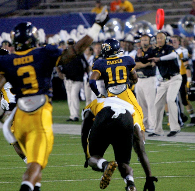 THIS HAPPENED ... Video: Kent State's Andre Parker Returns a Fumble the Wrong Direction   http://is.gd/8KsweJ