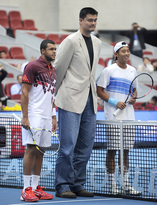 Yao Ming poses with Jo-Wilfried Tsonga and Zhang Ze before their men's singles match at the China Open in Beijing.