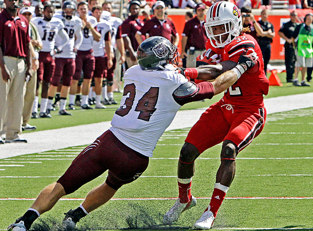 Louisville quarterback Teddy Bridgewater impressed for the second consecutive week, and the Cardinals improved to 2-0 with a 35-7 victory over Missouri State. Bridgewater threw for 345 yards and two touchdowns, and running back Senorise Perry (pictured) paced the ground attack with 72 rushing yards and a score. Most impressive of all? Bridgewater's completion percentage. Through two games, he's completed 49-of-60 attempts, a 81.7 percent mark.