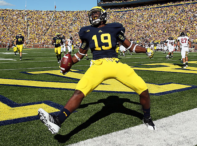 Michigan's first easy victory of the season came thanks to a big day from quarterback Denard Robinson, who delivered 397 yards of total offense and four touchdowns. Robinson's three passing touchdowns found three different receivers, including tight end Devin Funchess (pictured).