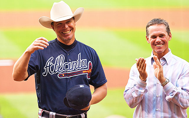 The Astros kicked off the Chipper Jones retirement party as former second baseman Craig Biggio presented him with a Stetson cowboy hat. Chipper owns the Double Dime Ranch in Texas and will put this gift to good use.