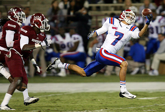 The Bulldogs may not have scored 50 points this week, but Louisiana Tech rolled to another comfortable victory against New Mexico State. Colby Cameron passed for 292 yards and a touchdown, and running back Ray Holley racked up 130 rushing yards and a score. While star receiver Quinton Patton was held in a check, another wideout stepped up for Sonny Dykes' squad: Myles White (pictured) made seven catches for 125 yards, including a 44-yard touchdown grab in the third quarter.