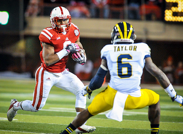One week after staging a fourth-quarter comeback at Northwestern, Nebraska continued its Big Ten surge with a convincing win against Michigan. Taylor Martinez went 14-of-24 for 166 yards and a touchdown, Ameer Abdullah (pictured) carried 24 times for 101 yards and a score and Kenny Bell opened the scoring with a 32-yard touchdown catch. The Huskers now sit atop the Legends Division with a 3-1 conference record.