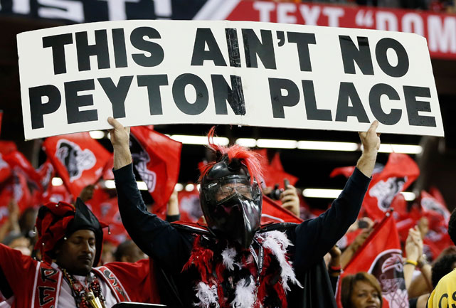 Broncos QB Peyton Manning was greeted warmly by the Atlanta faithful before a game against the Falcons.