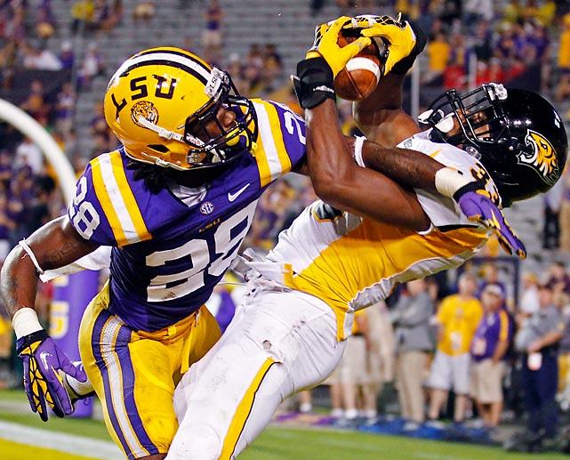 Towson wide receiver Gerrard Sheppard catches a touchdown pass against LSU cornerback Jalen Mills in LSU's 38-22 win.