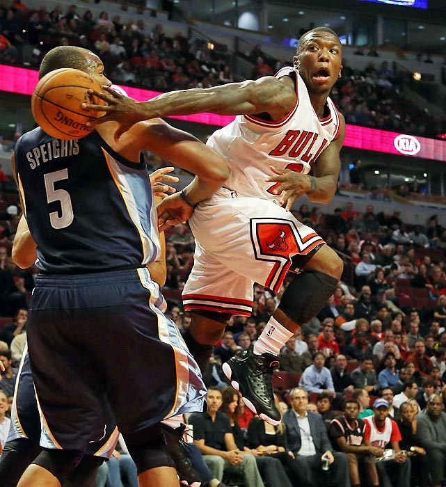 Bulls guard Nate Robinson makes a pass around the Memphis Grizzlies' Marreese Speights during the first half of their preseason game at the United Center in Chicago.