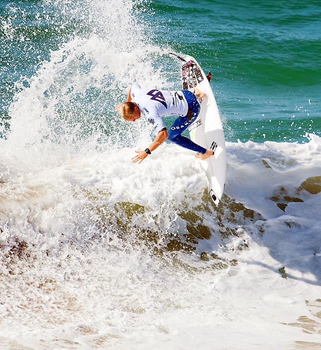 Australia's Adam Melling surfed the Moche Expression Session while waiting for Round 2 of the RipCurl Pro Portugal to restart at Supertubos in Peniche, Portugal.