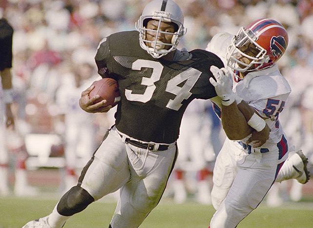 In between seasons with the Kansas City Royals, Jackson joined the L.A. Raiders for his first NFL season in 1987. Jackson would play in the NFL from 1987-90.
