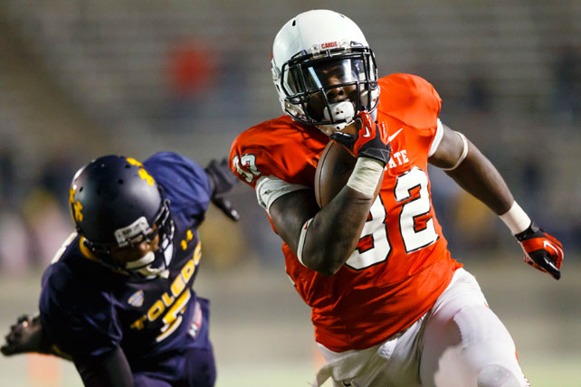 Toledo finally cracked the Top 25 after starting 8-1, but the Rockets didn't have it in them to beat Ball State Tuesday night. Keith Wenning threw for 280 yards and three touchdowns, Jahwan Edwards (pictured) rushed for 105 yards and a score and the  Cardinals knocked off Toledo in a weeknight MAC tilt. David Fluellen performed admirably for the Rockets in defeat, carrying 34 times for 200 yards and a touchdown.