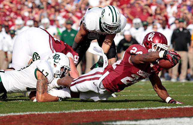 Baylor's offense kept things close, but Oklahoma's high-powered attack proved too much for the Bears to handle. Landry Jones completed 25-of-36 attempts for 278 yards and two touchdowns, and wide receiver Justin Brown racked up 83 yards and a score. The Sooners' stable of backs simply overwhelmed Baylor. Damien Williams and Brennan Clay (pictured) combined for 172 yards and three touchdowns.