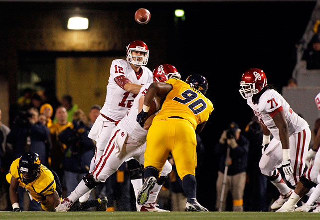 Quarterback Landry Jones (pictured) turned in another eye-popping performance, and the Sooners used a late touchdown to eke out a win over West Virginia. Jones threw for 554 yards and six scores, and running back Damien Williams added 92 yards and a touchdown on the ground. West Virginia took a fourth-quarter lead behind huge outings from Geno Smith, Tavon Austin and Stedman Bailey, but Oklahoma survived when Jones connected with Kenny Stills in the end zone with just 24 seconds left.