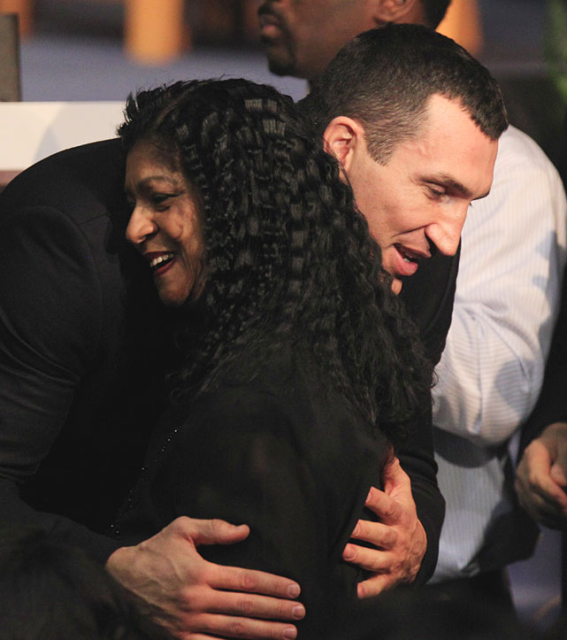 Vitali Klitschko, the WBC heavyweight champion, hugs a member of Steward's family on Tuesday.