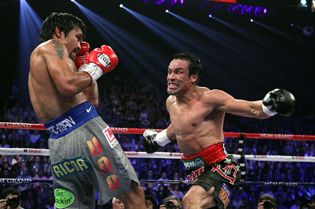 The fight soon descended into back-and-forth action, with both fighters giving it as good as they got it.