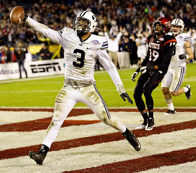 LB Kyle Van Noy, BYU: The Cougars scored three touchdowns in their 23-6 Poinsettia Bowl win over San Diego State -- and linebacker Van Noy had two of them. The junior recorded eight tackles and 1.5 sacks, but his fumble recovery in the end zone and 17-yard pick-six ended what had been a field goal battle and gave BYU the win.