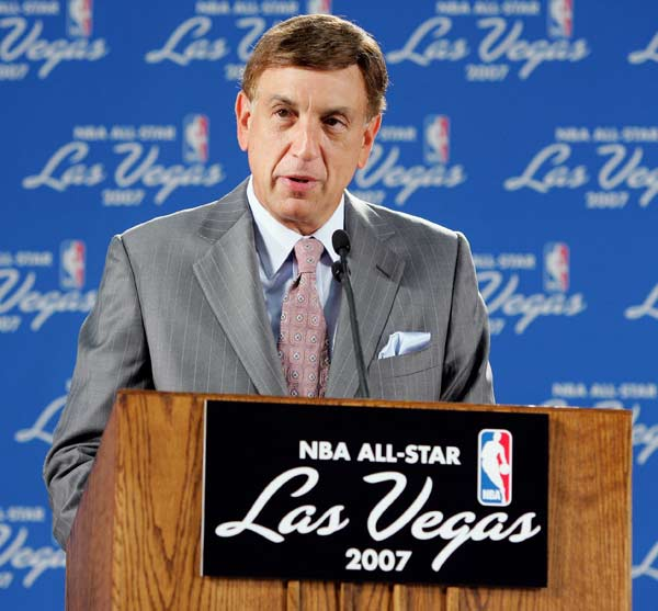 Marv Albert (1941, pictured) <br>Mark Calcavecchia (1960) <br>Mathieu Schneider (1969) <br>Kevin Turner (1969) <br>Lee Mayberry (1970) <br>Damon Buford (1970) <br>Ryan Klesko (1971) <br>Jason Caffey (1973) <br>Kerry Kittles (1974) <br>Hideki Matsui (1974) <br>Ryan Tucker (1975) <br>Antawn Jamison (1976) <br>Wade Redden (1977) <br>Dallas Clark (1979) <br>Sergio Rodriguez (1986) <br>