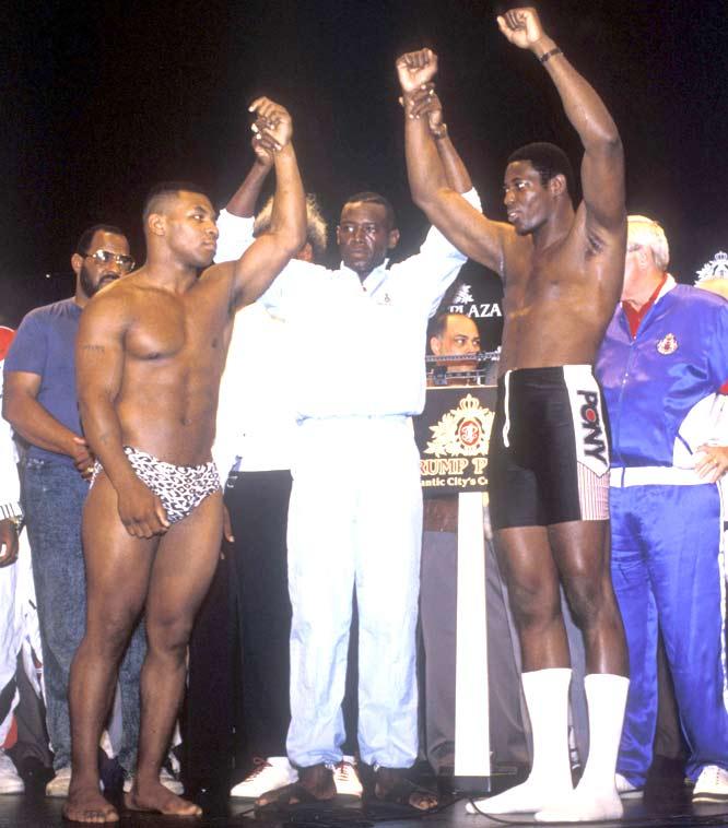 Mike Tyson KOs Carl Williams in 1:33 to retain the IBF/WBA/WBC Heavyweight titles.
