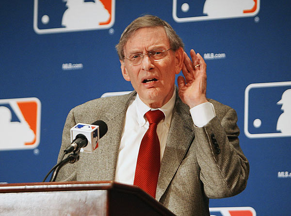 Bud Selig becomes interim commissioner of baseball, replacing Fay Vincent.