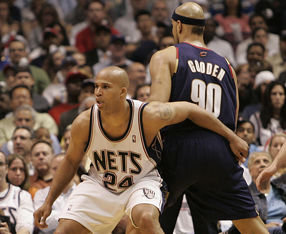 Back in 2007, Drew Gooden wanted to start a new fashion trend. Shortly after, the Ducktail was born. Look directly underneath his headband in this picture. No, that's not a shadow, that is a tuft of hair on Gooden's otherwise freshly-shaved head.