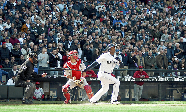 It had been 10 years since Ken Griffey Jr. hit an opening day home run, but his blast to start off 2009 tied him with Frank Robinson for the most opening day homers of all time with eight. It was Griffey's 612th career home run.