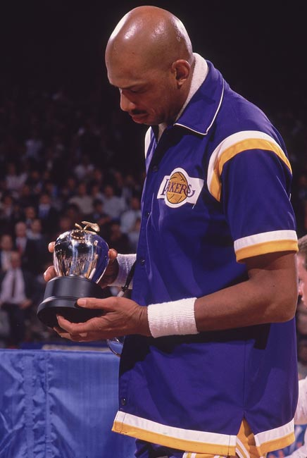 The Los Angeles Lakers retire Kareem Abdul-Jabbar's No. 33 jersey.