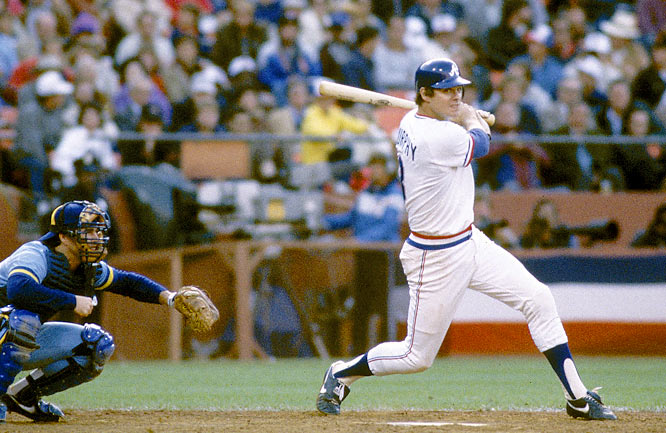 Dale Murphy knocks in Steve Garvey with a first inning single to give the NL a 1-0 lead.