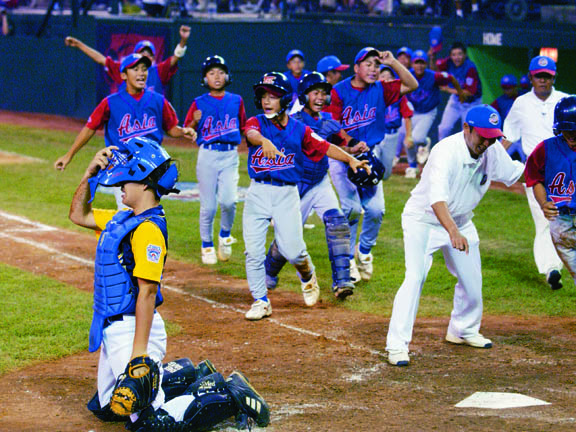 Tokyo Kitasuna rallied for two runs in its last at-bat to beat Apopka, Fla., 2-1 in the title game. Nobuhisa Baba hit a game-winning line drive off the shortstop's glove in the bottom of the sixth inning.