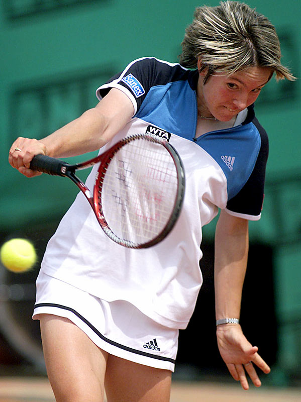 Henin, a Belgian, turned pro in 1999 and promptly won her first tournament, the Flanders Women's Open in Antwerp, Belgium. She also made her main-draw debut at a major that year, pushing Lindsay Davenport to three sets in the second round of the French Open. A year later, Henin cracked the top 50 for the first time.