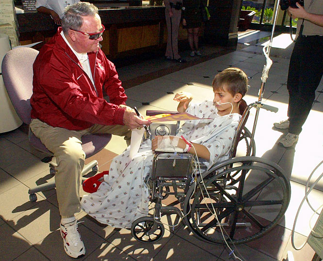 Bobby Bowden visits with William Joya at Tulane Childrens Hospital in New Orleans.