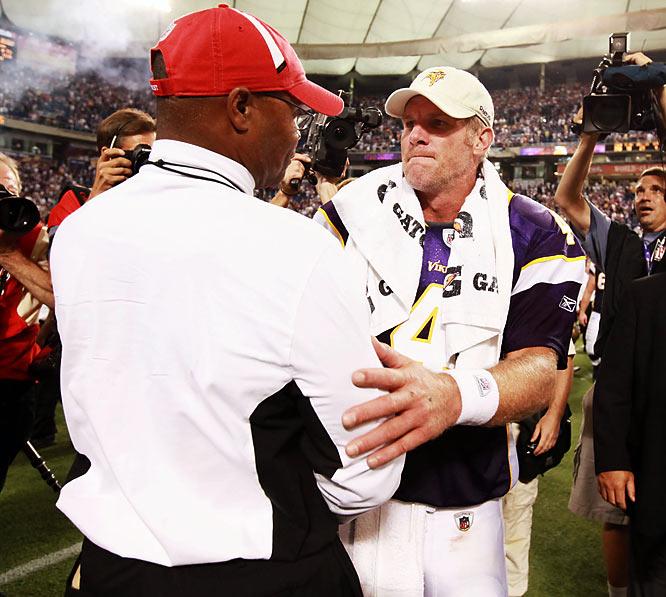 Hall of Fame linebacker and current San Francisco coach Mike Singletary gave Favre his props too, shortly after Favre's 32-yard touchdown pass handed the 49ers their first loss.