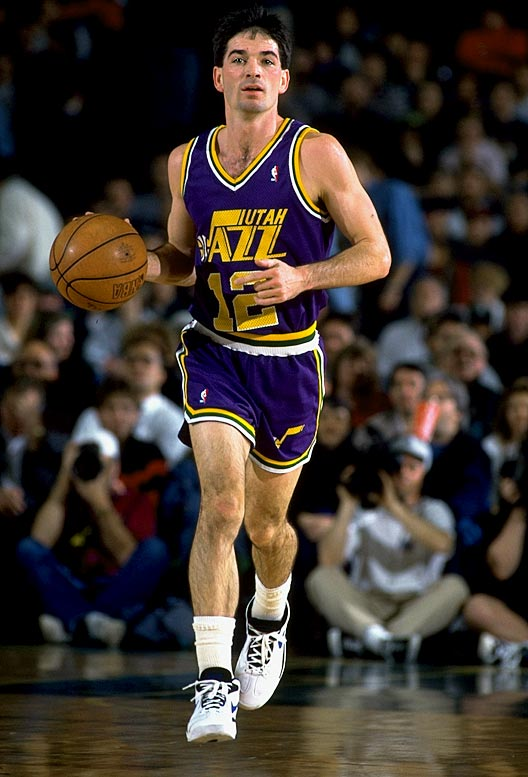Utah's John Stockton becomes the NBA's career assist leader when he makes his 9,922nd to move past Magic Johnson.