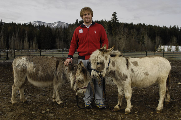 The freestyle skier and his family have plenty of pets n their farm in Washington state: horses, four border collie dogs, a donkey (named Mr. Don Key), and two miniature donkeys named Carlos and Shawnie.