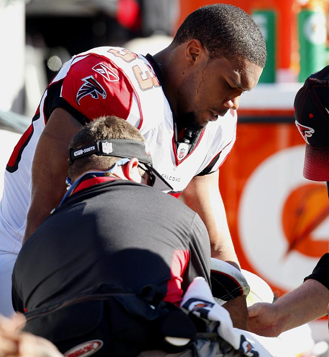 After Michael Turner's explosive and productive 2008 season, the high ankle sprain that derailed his 2009 season is the kind of ailment that can linger. All reports are that he'll be fine, but the Falcons already are talking about limiting his carries. The big test will come in training camp, when Turner's knee must respond in back-to-back practices.