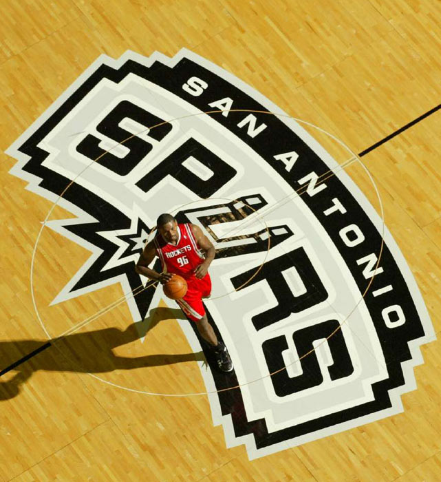 A bird's eye view of Artest in action against the Spurs.