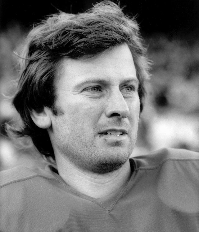 Steve Spurrier was calling signals for the San Francisco 49ers during their 1975 win over the Chicago Bears. Spurrier did not enjoy a particularly fruitful NFL career but went on to become one of the most successful coaches in college football.