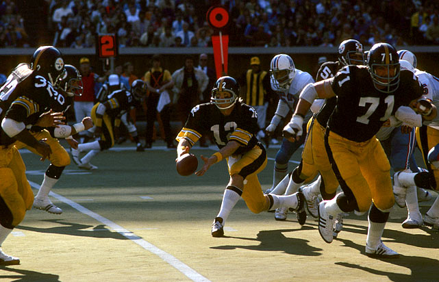 Steelers' quarterback Terry Bradshaw led the Steelers to a 24-17 win over the Houston Oilers on Nov. 9, throwing three touchdown passes and controlling the clock by calling 40 running plays, including this pitch to Franco Harris.