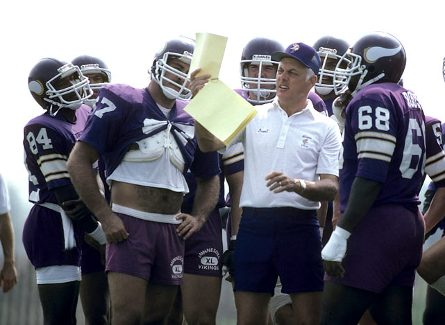 Minnesota coach Bud Grant reviews a play with his offense during training camp in Mankato, Minn.