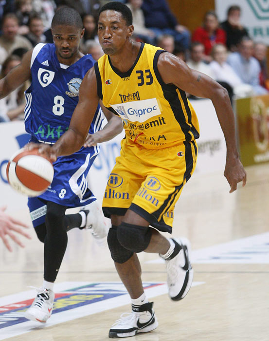 Pippen, who ended his retirement in 2008 to play for the Finnish League,  plays for Torpan Pojat (ToPo) in a game against Porvoon Tarmo in Helsinki.
