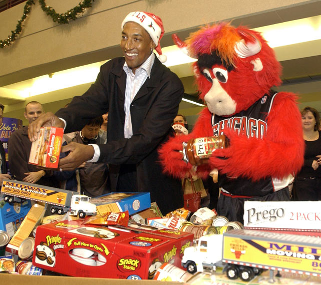 Pippen acknowledges the crowd with mascot Benny the Bull during the Chicago Bulls Holiday Food Drive collection at the United Center.