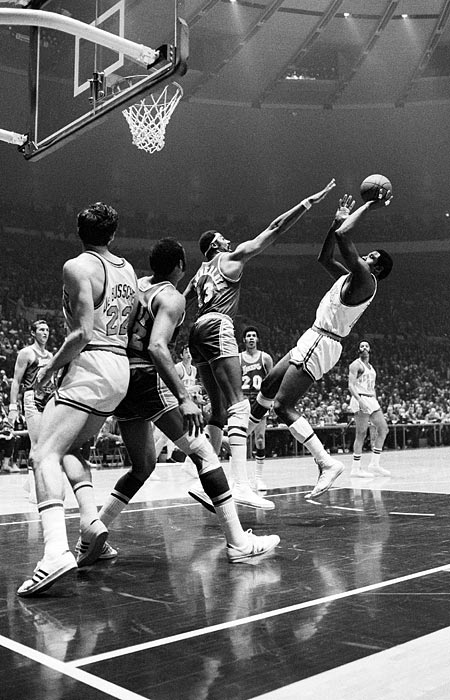 In 1970, the Knicks' big man he averaged 23 points and 10.5 rebounds in a seven-game victory against the Lakers. He is best known for his dramatic return to the court in Game 7 after tearing his thigh muscle earlier in the series. Three years later, the Knicks took down the Lakers again, this time by a 4-1 count. Reed averaged 16.4 points and 9.2 rebounds.